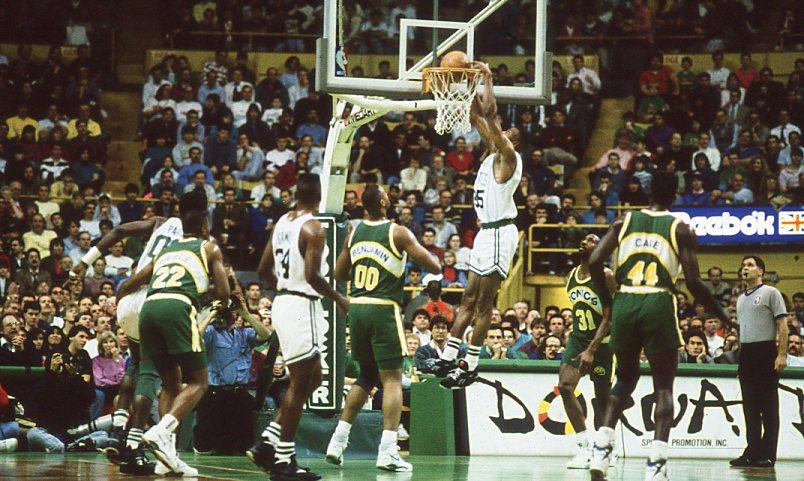 Reggie Lewis con los Boston Celtics. Foto de Forniés